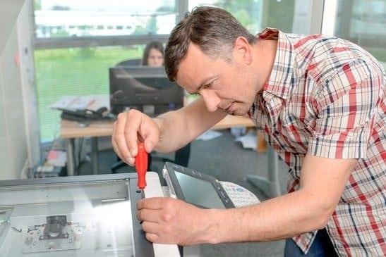 צוות מקצועי לתיקון מדפסות, פרינטק מיכון משרדי